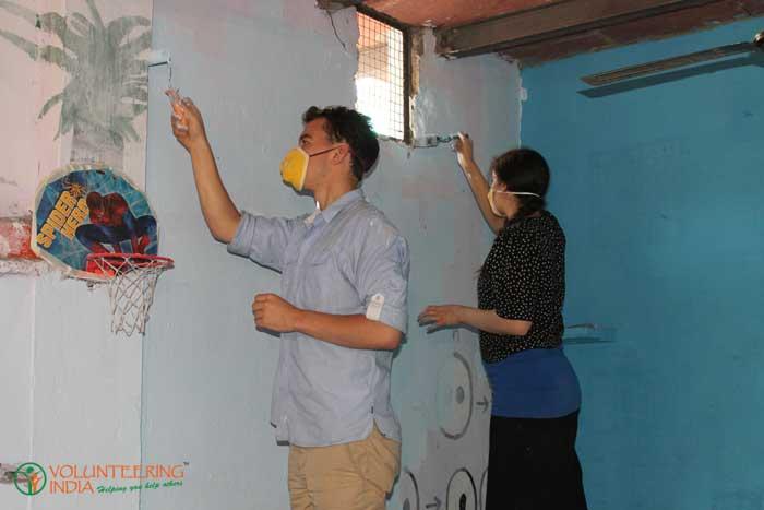 Community-work-in-India-while-volunteering