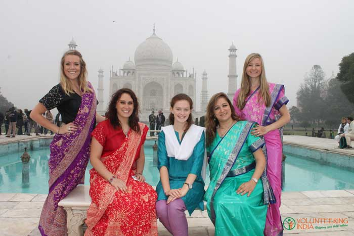 volunteers-in-Indian-traditional-attires