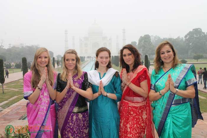 weekent-travel-by-volunteers-in-Agra-India