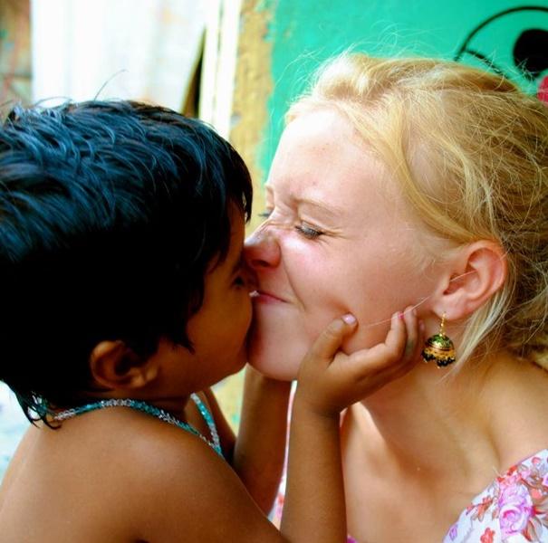 street-children-volunteer-work-in-india-delhi