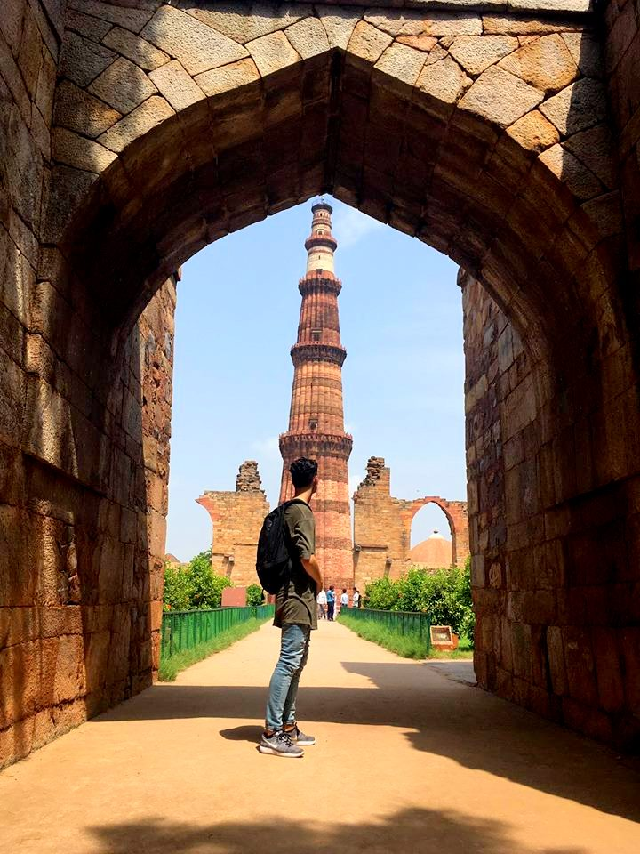 julian-gazing-at-the-qutub-minar