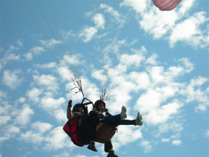 Paragliding-in-Palampur-india-by-volunteers