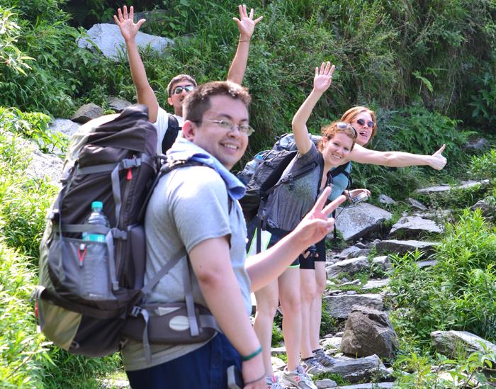 Trekking-in-India-while-volunteering