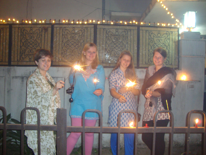 diwali-celebration-by-volunteers-in-India