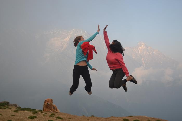 happy-volunteering-in-India-with-VI