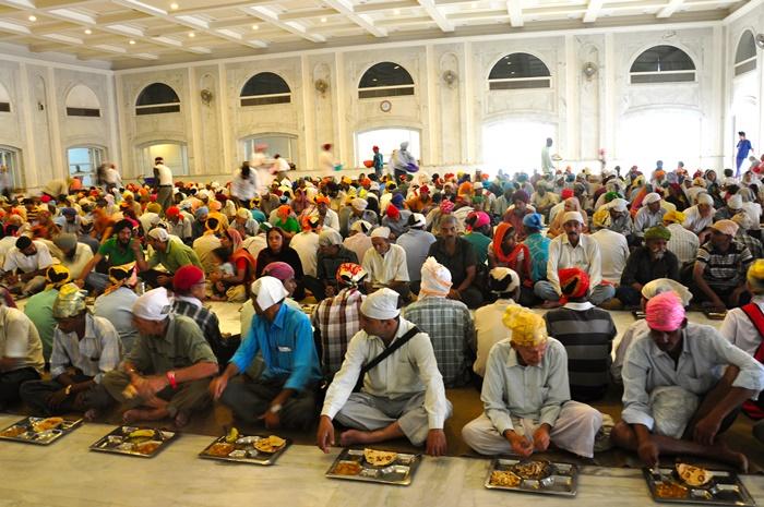 Eat Langar at Bangla Saheb