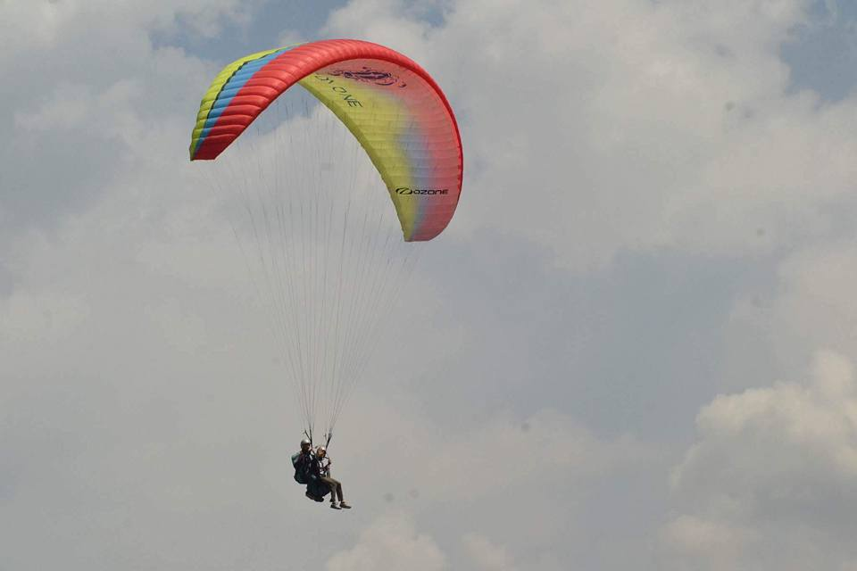 paragliding in palampur india