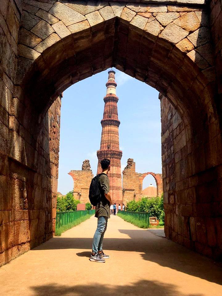 julian-gazing-at-the-qutub-minar