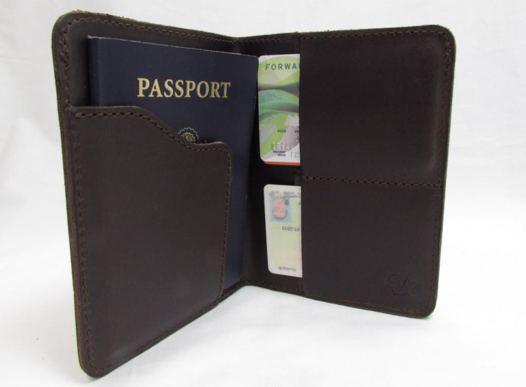 saddleback-leather-passport-holder-rfid-blocking-inside