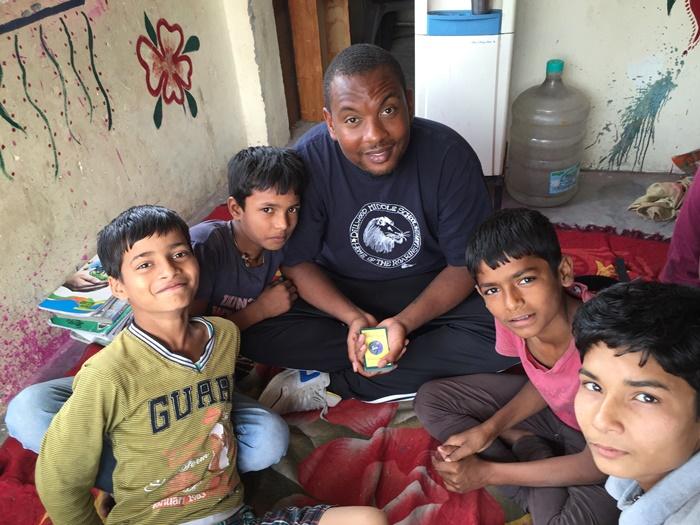 volunteer with street children in India
