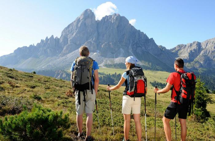 Trek through the Himalayan trails